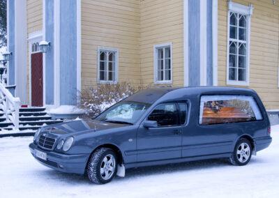Mercedes Benz Harmaa Ruumisauto
