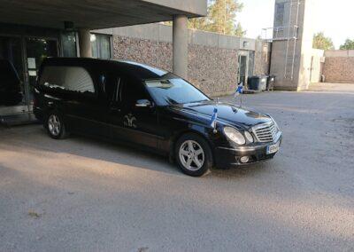 Mercedes Ruumisauto Musta pollmann