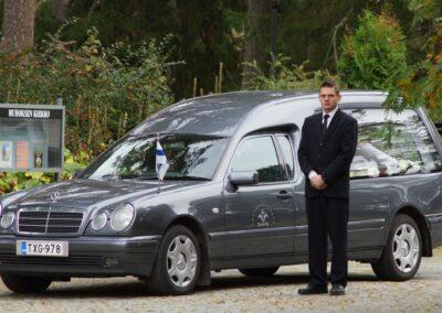 Mercedes harmaa ruumisauto Pollmann